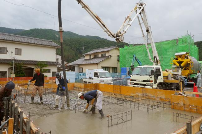 基礎コンクリートの打設状況